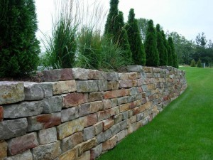 stone block retaining wall
