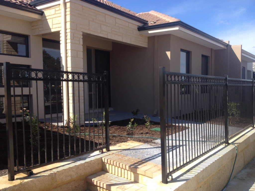 Residential circle top pool fencing