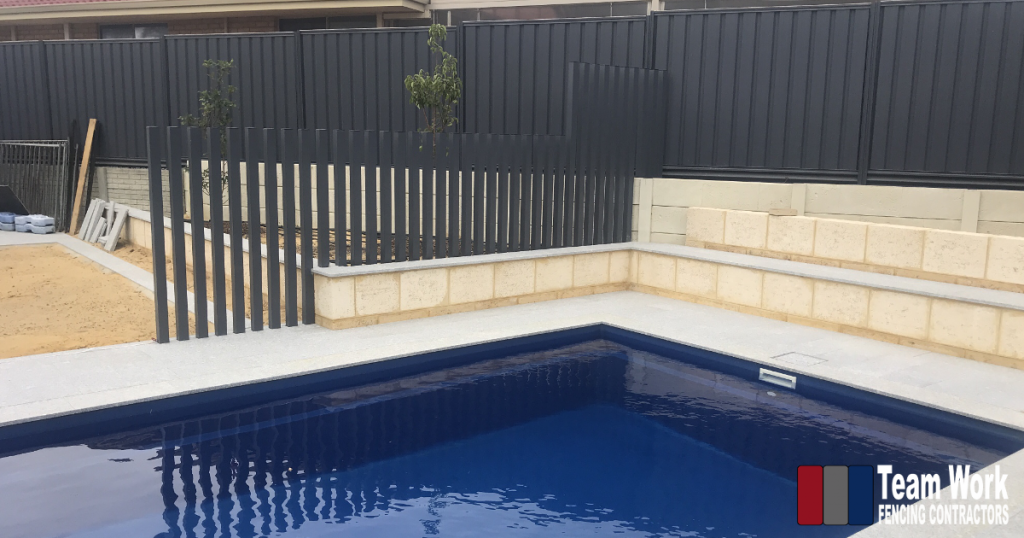 Feature Pool Fencing with Glass Pool Fence and Tubular Posts
