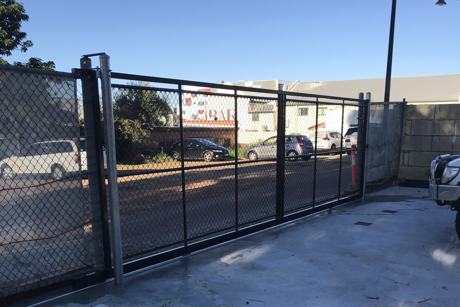 Chainmesh sliding gate security fencing