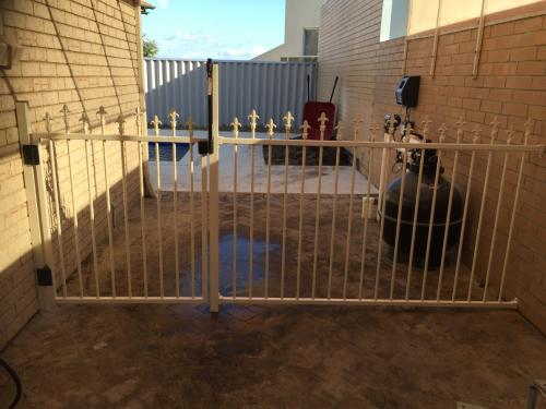 Bunbury Tubular pool fencing